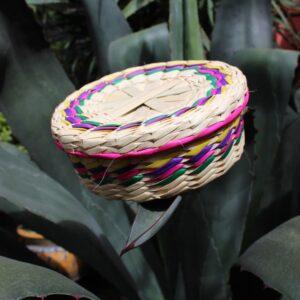 tortillero de palma muesta de cestería en México